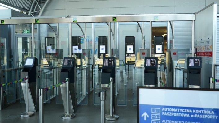 Bramki biometryczne na lotnisku Warszawa – Modlin