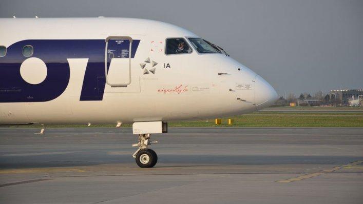 Nowe logo na samolotach LOT-u w stulecie odzyskania niepodległości